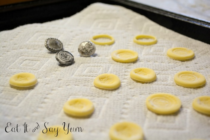Making fondant gold coins from Eat It & Say Yum