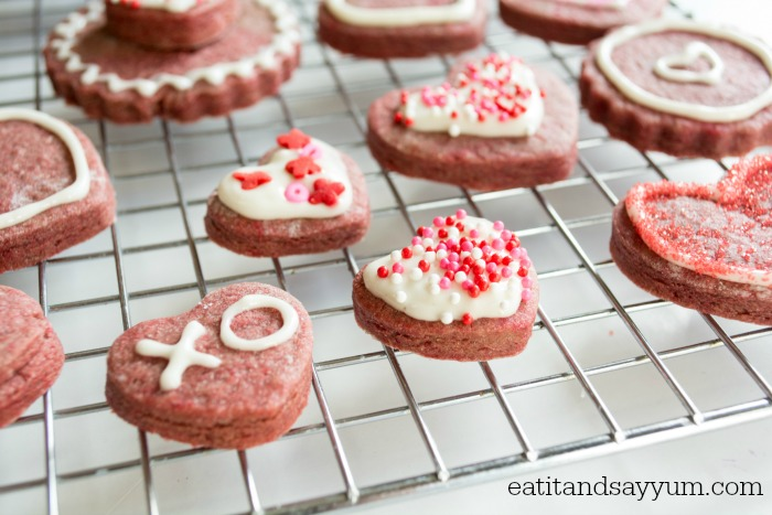 Red Velvet Sugar Cookies from eatitandsayyum.com -perfect for Valentine's Day