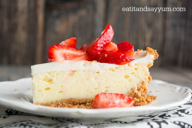 Cheesecake Pie with fresh macerated strawberries