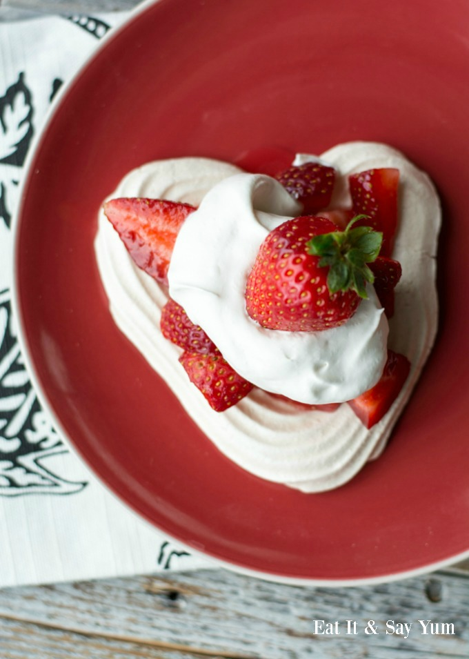 Heart Meringues with Berries and Cream- so pretty and tasty!